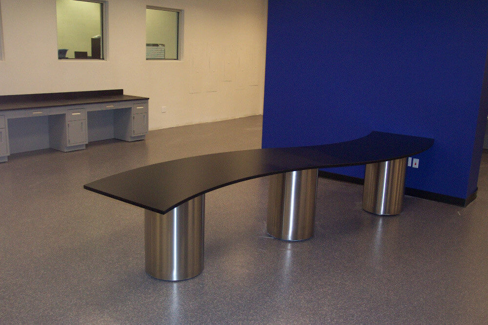 serpentine lab table
